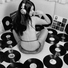 – Specialists in Buying, Selling Rare & Vintage Vinyl Records, Albums, LPs, CDs & Music Memorabilia Vintage Music Posters, Vintage Vinyl Records, Vinyl Music, Vinyl Cd, Music Logo, Girl With Headphones, Music Aesthetic, Music Artwork, House Music