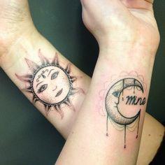 Sonne und Mond - exotische tattoos am Handgelenk
