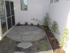 Courtyard with bluestone organic steppers in granitic sand circle with steel edging. Bamboo plantings and native violets in bluestone ballast rock. Safety Beach display home. www.marktraversla.com Backyard Ideas, Garden Ideas, Steel Edging, Covered Garden, Project Board, Display Homes, Violets, Service Design, Stepping Stones