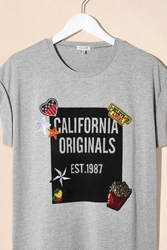 We're California dreaming for this bold graphic tee covered in cute applique badges that just scream west coast style. You'll want to wear this trendy tee with your favourite jeans for a laid-back weekend look.