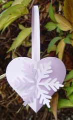 Joined Paper Hearts With Snowflakes...tutorial and pattern...the entire blog is fascinating