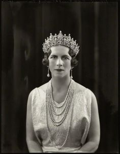 Queen Elena of Romania, née Princess of Greece and Denmark wearing Queen Sophie's Diamond Tiara. Romanian Royal Family, Greek Royal Family, Royal Tiaras, Tiaras And Crowns, Greek Royalty, Prince Héritier, Queen Sophia, Diamond Tiara, Casa Real