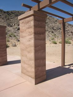 rammed earth column - terra battuta Rammed Earth Homes, Rammed Earth Wall, Cargo Container Homes, Container Cabin, Container Design, Container Store, Natural Building, Green Building, Sustainable Architecture
