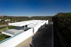 Villa Escarpa by Mario Martins | HomeDSGN