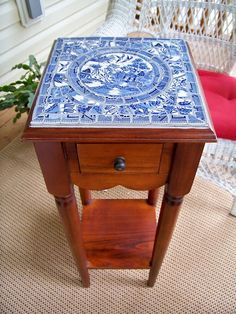 12 Creative Crafts that Take Broken China From Trash to Treasure - To bring an ordinary end table to life, create a simple mosaic tabletop using broken china on the s - Mosaic Crafts, Mosaic Projects, Mosaic Art, Mosaic Glass, Mosaics, Mosaic Ideas, Stained Glass, Blue Willow China, Blue And White China