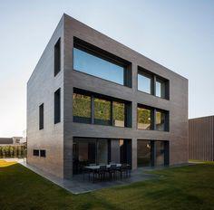 Casa moderna de 3 pisos en Barcelona por Francesc Rifé | #architecture #house #home #modern #casasmodernas #casas #arquitectura