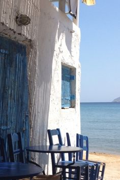 Reminds me of santorini. Myconos, Greek Blue, Foto Transfer, Outdoor Chairs, Outdoor Decor, Greece Travel, Santorini, Mykonos Greece, Greek Islands