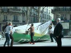 Acción del Periódico Metro - Marketing de Guerrilla:    Acción de Metro que acaban de realizar para promocionar el lanzamiento de su nuevo formato. Han construido un barco de papel gigante de 2,6 metros de altura y 2, 4 de ancho que luego han lanzado al Canal Saint-Martin en París.