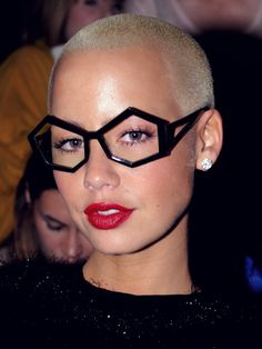 Amber Rose and her funky glasses Funky Glasses, Cool Glasses, Glasses Frames, Amber Rose, Natural Hair Styles, Short Hair Styles, Lily Allen, Fashion Eye Glasses, Cooler Look