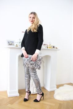 Sequins - Poppies and Cornflowers My Outfit, Poppies, Capri Pants, Sequins, Outfits, Beautiful, Style, Fashion, Swag
