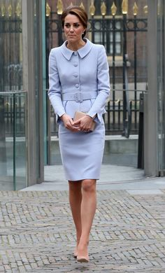 Kate Middleton Photos Photos - Catherine, Duchess of Cambridge leaves the Mauritshuis Gallery during a solo visit to the Hague on October 11, 2016 in the Hague, Netherlands - The Duchess of Cambridge Visits The Netherlands