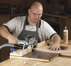 Accurate-Alignment biscuit-Joiner Jig Woodworking Plan from WOOD Magazine #woodworkingpowertools Woodworking Images, Woodworking Jigsaw, Woodworking Power Tools, Woodworking School, Woodworking Equipment, Learn Woodworking, Woodworking Techniques, Woodworking Furniture, Woodworking Plans