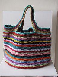Crochet en líneas multicolores.