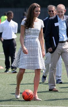 Kate doesn't have to wear designer dresses all the time! The Duchess of Cambridge wears an affordable discount dress right off the sale rack of Hobbs, a mid-priced British label. The Duchess playe