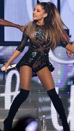 Ariana Grande Bikini, Ariana Grande Legs, Adriana Grande, Ariana Grande Outfits, Ariana Grande Photos, Ariana Grande Wallpaper, Elegantes Outfit, Female Singers, Selena