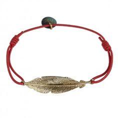 """Das Lua-Armband """"Big Feather"""" in Koralle begeistert mit seinem lässigen Nature-Chic. Jetzt bei melovely."""
