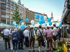 📌 balloons people crowd  - new photo at Avopix.com    🆗 https://avopix.com/photo/18061-balloons-people-crowd    #balloons #people #crowd #pedestrian #man #avopix #free #photos #public #domain