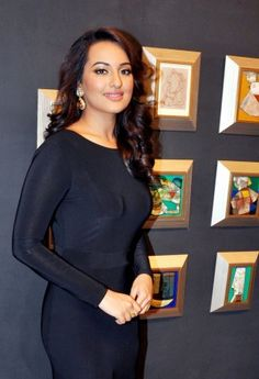 Actress Sonakshi Sinha made heads turn at a recent event she attended wearing a slinky black gown with a thigh high slit Bollywood Actress Hot Photos, Hindi Actress, Beautiful Bollywood Actress, Beautiful Indian Actress, Bollywood Fashion, Beautiful Women, Indian Celebrities, Bollywood Celebrities, Sonakshi Sinha Saree