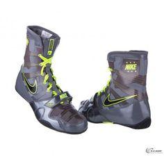 Boxerská obuv Nike HyperKO patrí medzi najlepšiu obuv na box na trhu. Dôvodom je jedinečný design, rovnako tak aj funkčné vlastnosti, ktoré posunú váš športový výkon o úroveň vyššie. Nike HyperKO sú určené pre amatérov aj profesionálov všetkých hmotnostných kategórií. Vďaka svojej konštrukcii a použitým materiálom sú Nike HyperKO veľmi ľahké a vzdušné. Jordans Sneakers, Air Jordans, Dark Grey, Shopping, Shoes, Black, Fashion, Moda, Zapatos