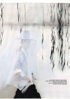 한복 hanbok, Korean traditional clothes - seems to be a modern fashion take on traditional clothes, but I love those -hats-!