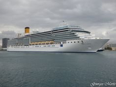 Το Costa Luminosa καταπλέει στον Πειραιά. 03/01/2016.