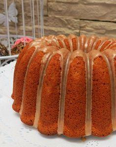 Bizcocho, queque o bundt cake de manzana especiado con canela, nuez moscada y jengibre molido en la masa y glaseado de canela para la cobertura. Apple Recipes, Sweet Recipes, Cake Recipes, Dessert Recipes, Bunt Cakes, Cupcake Cakes, Cupcakes, Kitchen Recipes, Cooking Recipes