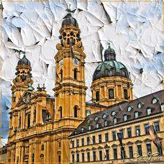 Fassade der Theatinerkirche mal anders, München