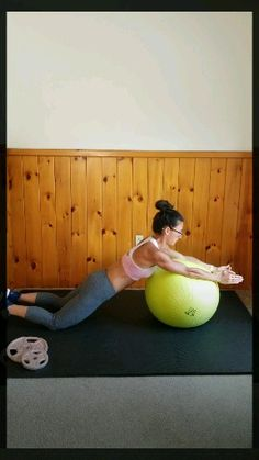 Advanced core workout routine Challenge your abs with this intense core workout with ball. This fat burning stability ball workout video is the best core workout for runners. Great for women and men who workout at home or at the gym. Core Workout Challenge, Core Workout Routine, Best Core Workouts, At Home Workouts, Exercise Fitness, Fitness Workouts, Physical Fitness, Fitness Logo, Mens Fitness