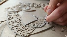 A fascinating documentary film showing how British artist Victoria Ellis carves a fine bas relief figurative clay mural. The film covers the entire process, ...