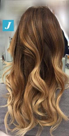 Don't confuse it with anything else, this is the magic of Degradé Joelle! Fall Blonde Hair Color, Fall Hair Colors, Balayage Hair, Ombre Hair, Haircuts For Long Hair, Brunette Hair, Hair Looks, Dyed Hair, Hair Cuts