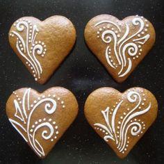 Gingerbread Decorations, Christmas Gingerbread, Christmas Candy, Christmas Treats, Christmas Baking, Gingerbread Cookies, Christmas Cookies, Snowflake Cookies, Heart Cookies