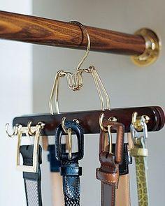 Un simple crochet pour ranger ses ceintures. Crédit photo : Pinterest/marthastewart.com