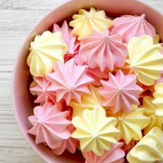 Get ready to create the perfect meringue with only 5 ingredients using this easy meringue cookies recipe. These cookies melt in your mouth! Easy Meringue Cookies, Meringue Cookie Recipe, Cookie Recipes, Dessert Recipes, Baked Meringue, Egg White Dessert, White Desserts, French Desserts, Egg White Cookies