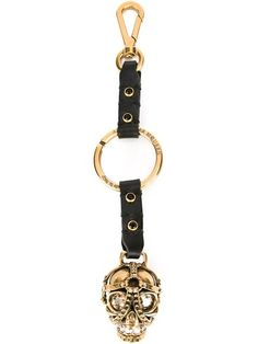 Shop Alexander McQueen skull keyring in Vitkac from the world's best independent boutiques at farfetch.com. Shop 300 boutiques at one address.