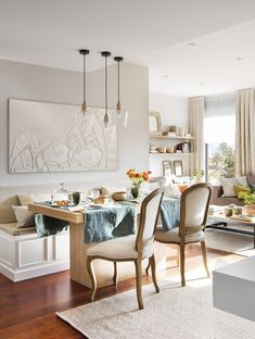 La imagen puede contener: tabla e interior Dining Bench, Dining Chairs, Dining Room, Fancy Houses, Beauty Room, Interior Design Living Room, Sweet Home, Flooring, Furniture