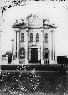 Royal Bank of Qld Maryborough Branch, 1889 (SLQ) Malta Bus, Royal Bank, Banks Building, Beautiful Buildings, Old Houses, Brisbane, Old Photos, Perfect Place, Empire
