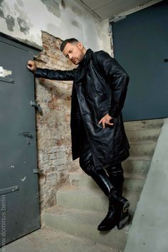 Men's Leather Jackets: How To Choose The One For You. A leather coat is a must for each guy's closet and is likewise an excellent method to express his individual design. Leather jackets never head out of styl Mens Leather Coats, Leather Trench Coat, Leather Jacket, Men's Leather, Leather Fashion, Leather Craft, Mens Heeled Boots, Men Boots, Tight Leather Pants