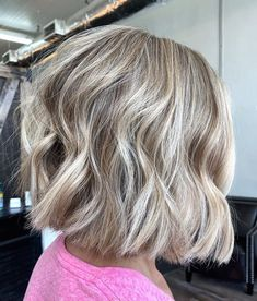 Natural Blonde Hair With Highlights, Cool Blonde Hair Colour, Light Blonde Hair, Brown Hair With Blonde Highlights, Blonde Hair Looks, Blonde Highlights Bob Haircut, Blond Bob, Blunt Blonde Bob, Short Blonde Bobs