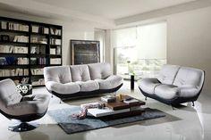 Moderne Wohnzimmermöbel Offenes Regalsystem Bequeme Sessel Grauer Teppich