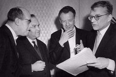 Rostropovich, Oistrakh, Britten y Shostakovich. I THINK IM GOING TO EXPLODE HOW MUCH AWESOME IS IN THE PICTURE.