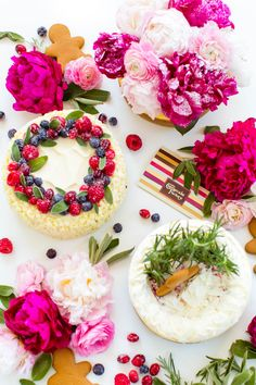 3 DIY Cheesecake Toppers - I want them all! Food Styling, Cheesecake Decoration, Cake Recipes, Dessert Recipes, Cake Images, Cake Toppings, Pretty Cakes, Let Them Eat Cake, Fun Desserts