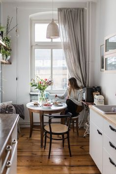 Küchenblick Thonet Altbau – Home Decor Apartment Room Interior, Interior Design Living Room, Interior Modern, Interior Ideas, Small Apartments, Small Spaces, Kitchen Views, Bohemian House, Apartment Living
