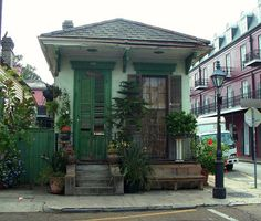 shotgun house . charters street . french quarter . new orleans . louisiana