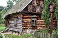 Kurpie na koniec lata | Znajkraj. Na rowerze i na nartach biegowych Wooden Architecture, Rustic Design, Tiny House, Cottage, Exterior, House Design, House Styles, Building, Places