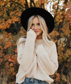 ✧ TALIAPOSTERLI ✧Cute oversized winter white sweater.
