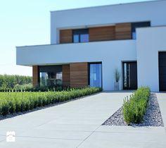 Jadar Garden - Średni ogród za domem zadaszony przedłużeniem dachu, styl…