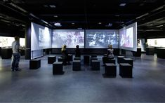 The German Film Museum immerses the visitor in the world of film. ATELIER BRÜCKNER has designed the exhibition area of 800 square metres. Exhibition Film, Exhibition Display, Exhibition Space, Museum Exhibition, Vr Room, Music Museum, Signage Display, Room Screen, Museum Displays