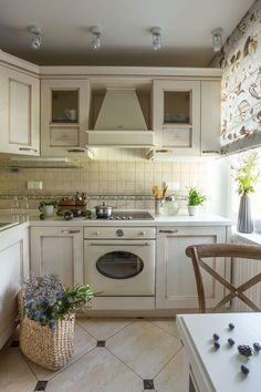Traditional Kitchen in Small Flat