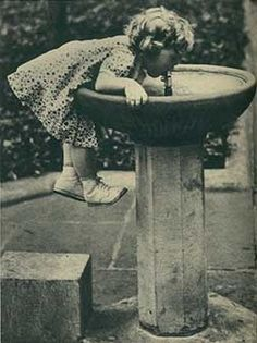 remembering wanting to be tall enough to reach things Vintage Children Photos, Vintage Pictures, Old Pictures, Vintage Images, Old Photos, Antique Photos, Vintage Photographs, Photo Vintage, Baby Kind