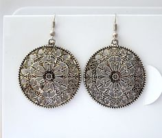 vintage style round disc design earrings. by YoshisCloset on Etsy